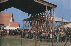 bosnian-genocide-1992-prisoners-at-omarska-concentration-camp-near-prijedor