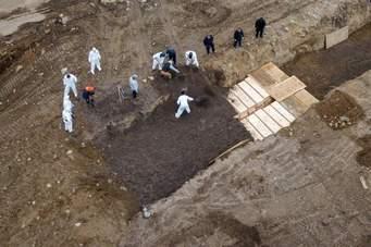NYC Covid burials